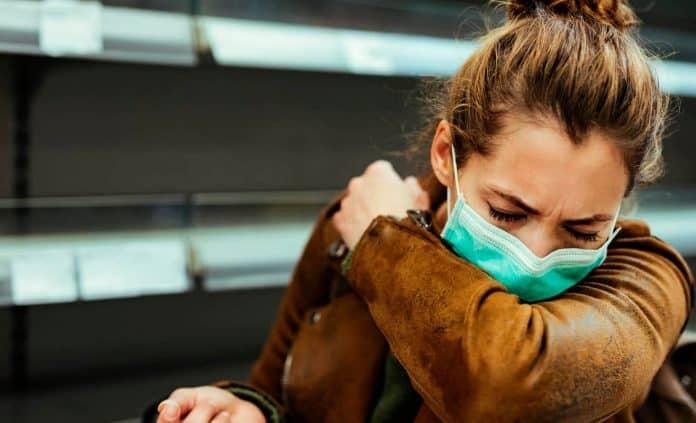 COVID-19: Es más riesgoso toser, estornudar y hasta hablar que vapear